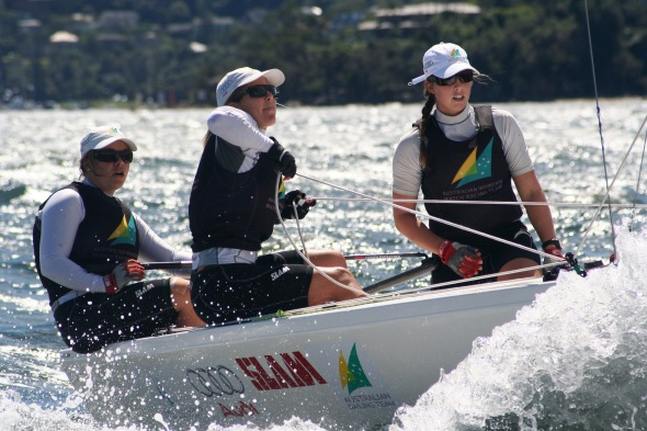 Nina Curtis (middle) Training in Sydney   © Craig Heydon